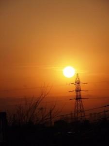 送電線と夕日